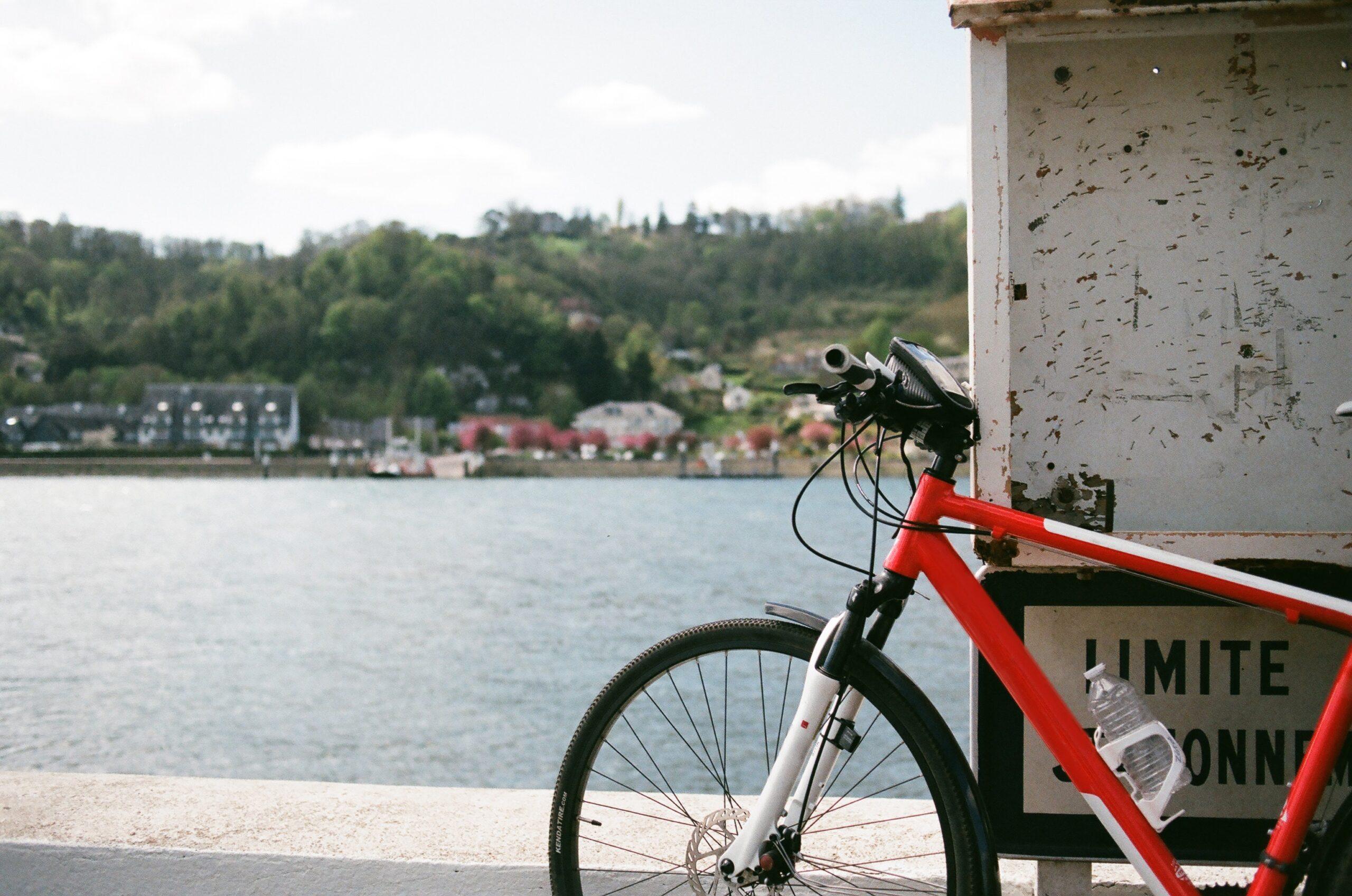 Wycieczki rowerowe z uchwytem na telefon – ułatw sobie życie